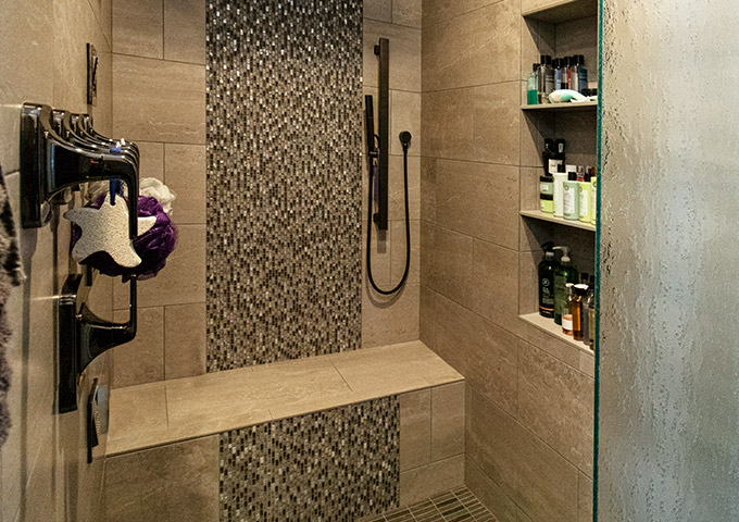 OconCraftsman_MasterBath_WalkinShower